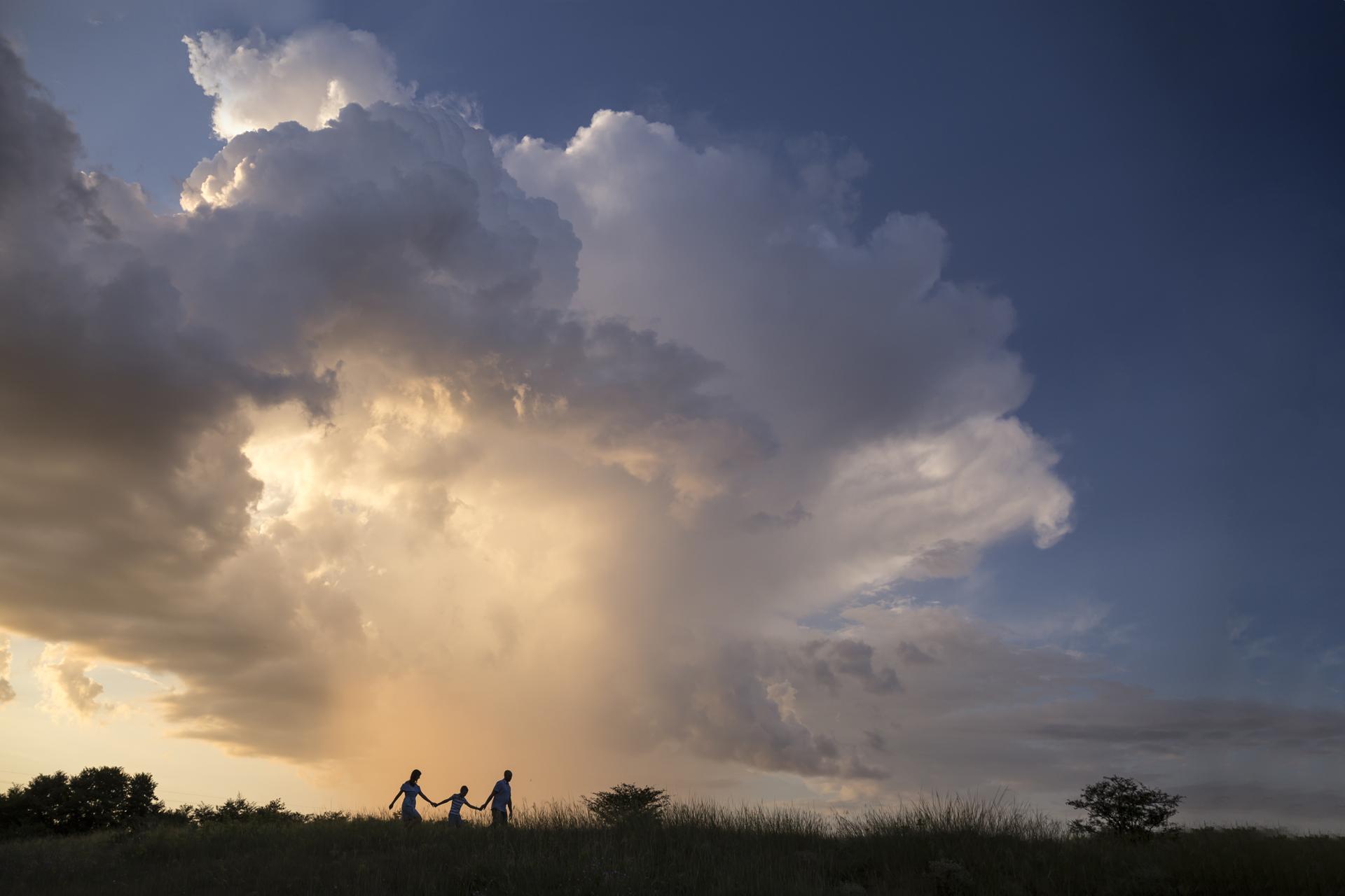 családfotó, gyerekfotó, szabadtér, természet, felhős ég, szentendre